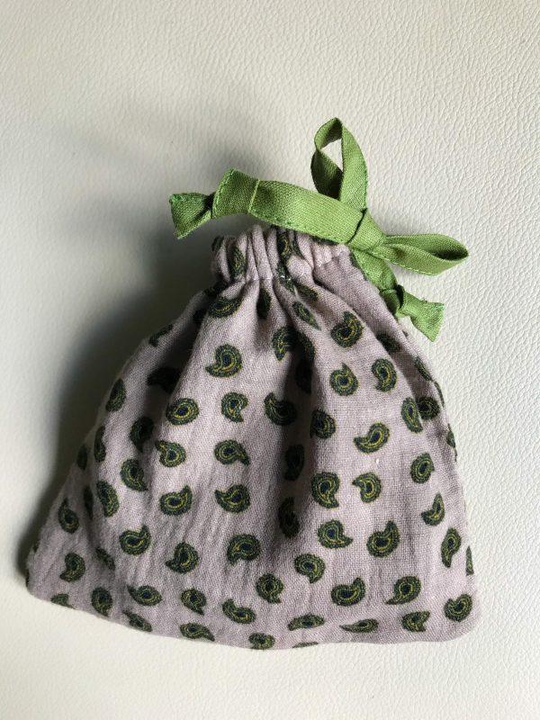 productfoto zakje slaapmasker beige groen